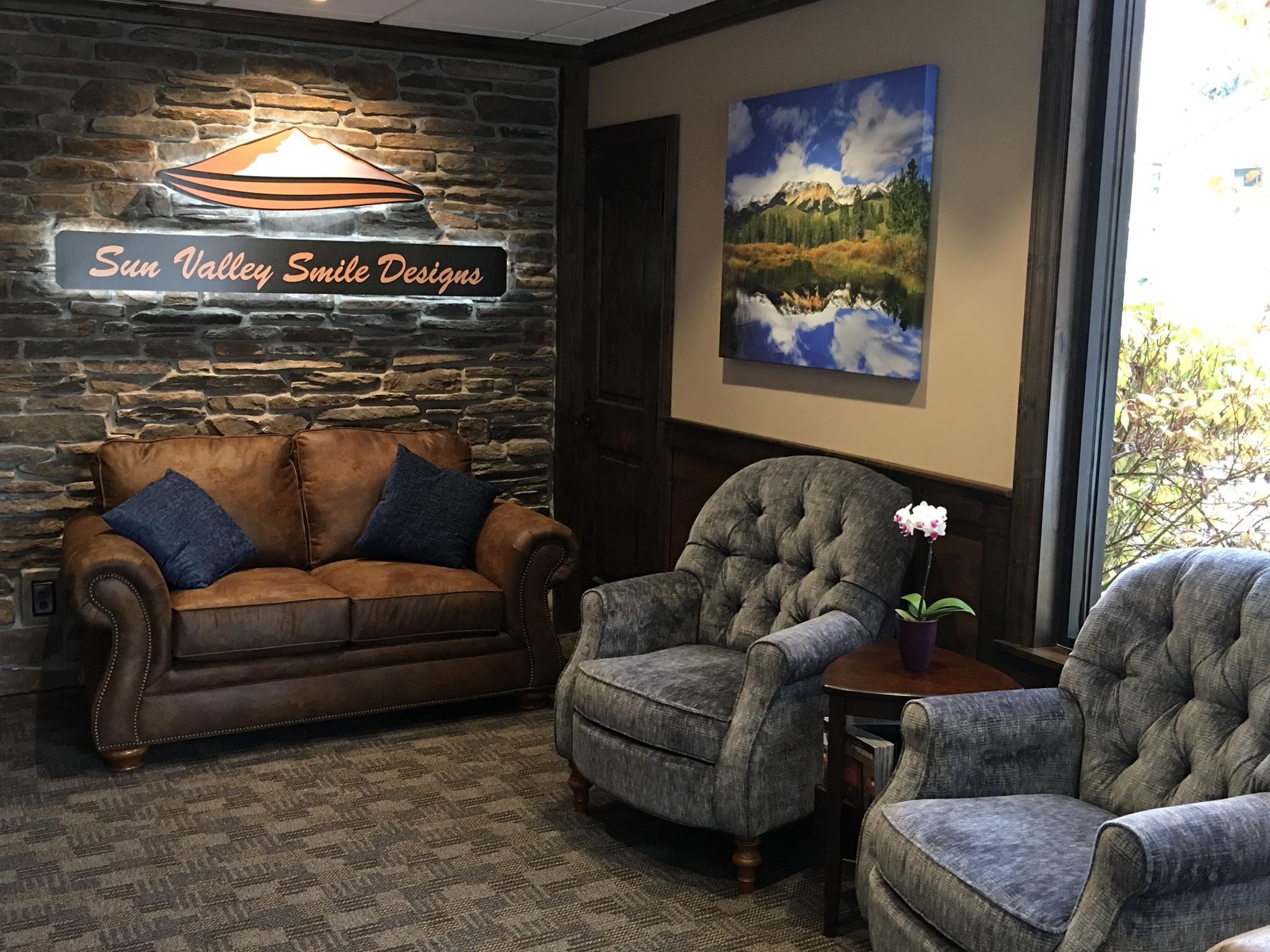 Sun-Valley_Reception-Room
